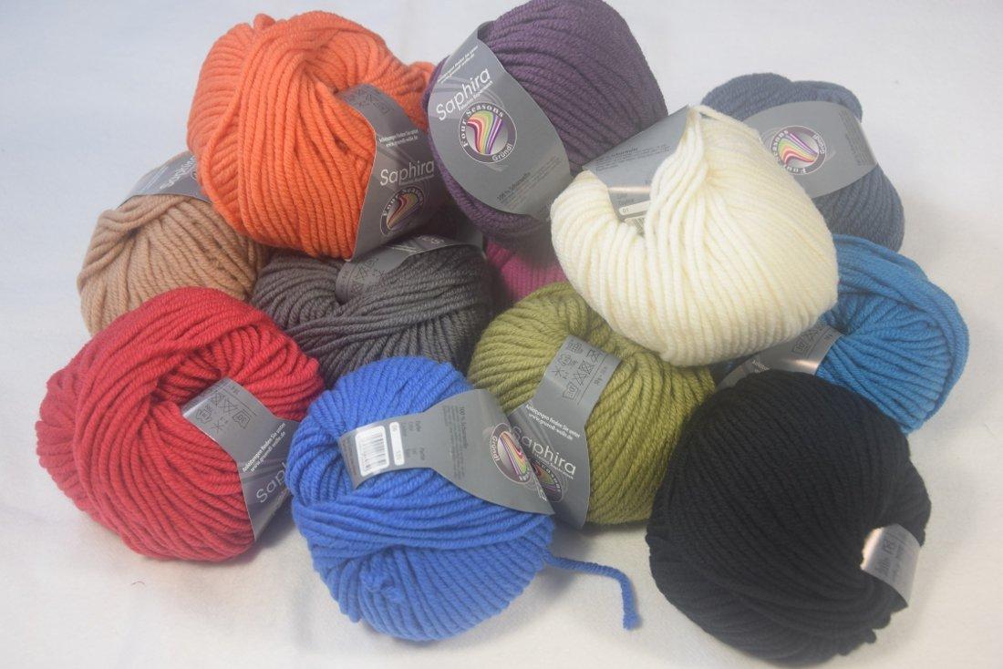 viele bunte Knäuel Saphira Wolle