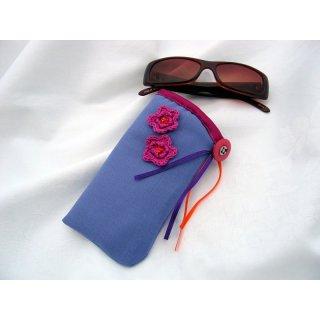 Brillenetui lila mit pinken Blüten